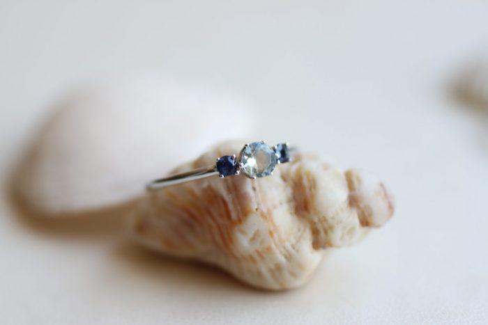 anillo aguamarina y zafiros