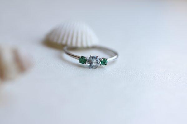 anillo aguamarina y esmeraldas