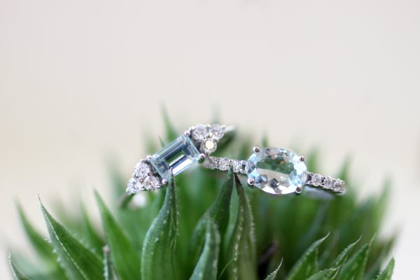 anillo aguamarina con diamantes