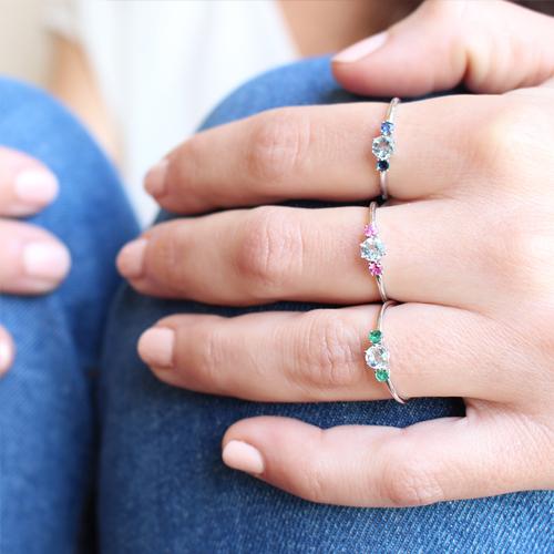 anillo oro blanco aguamarina rubi