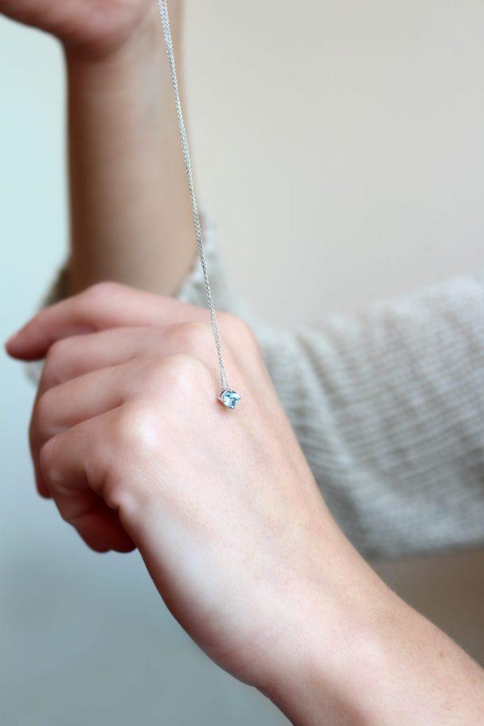 collar topacio azul