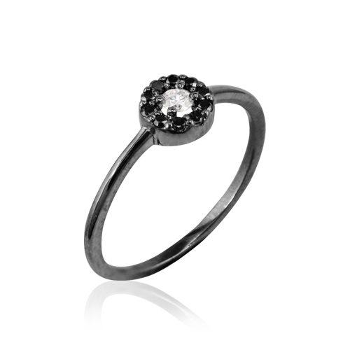 anillo de oro negro con diamantes negros