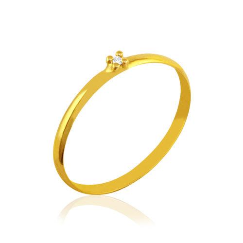 anillo de compromiso de oro con diamante