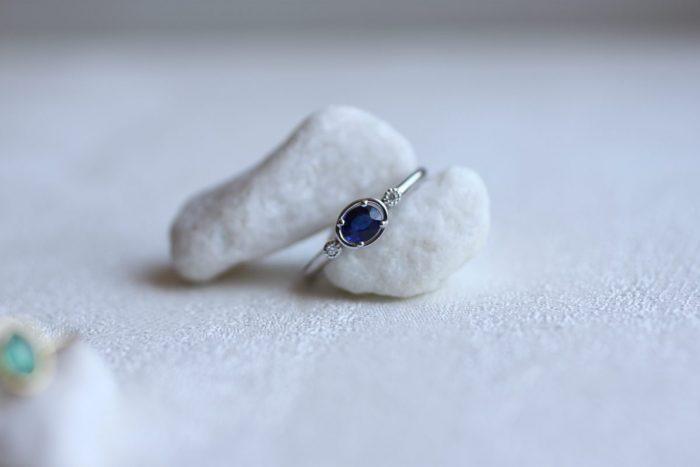 anillo zafiro diamantes