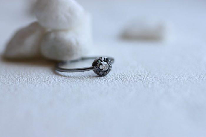 anillo diamantes negros