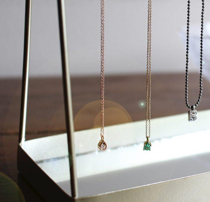 collar oro esmeralda
