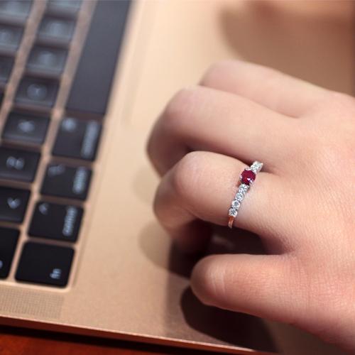 anillo oro con rubí central