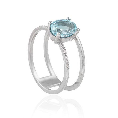 anillo de oro con aguamarina