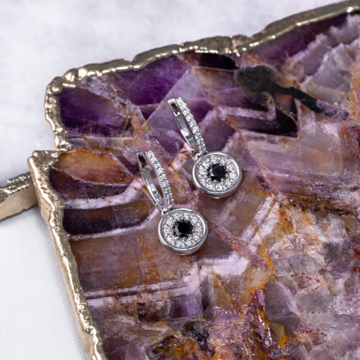 pendientes de oro con diamante negro