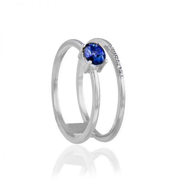 anillo de oro con zafiro natural y diamantes