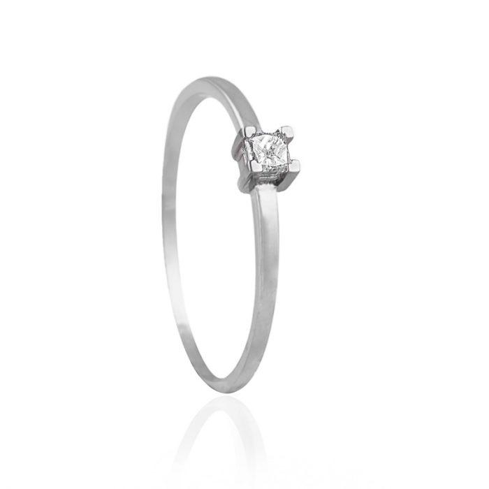 anillo de oro con diamante natural