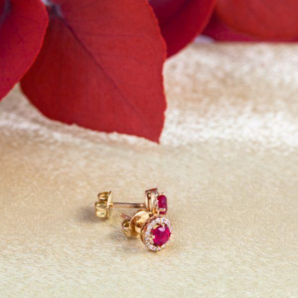 pendientes de oro con rosetón de diamantes y piedra preciosa