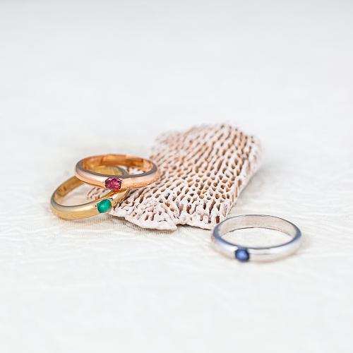 anillo de oro con piedra