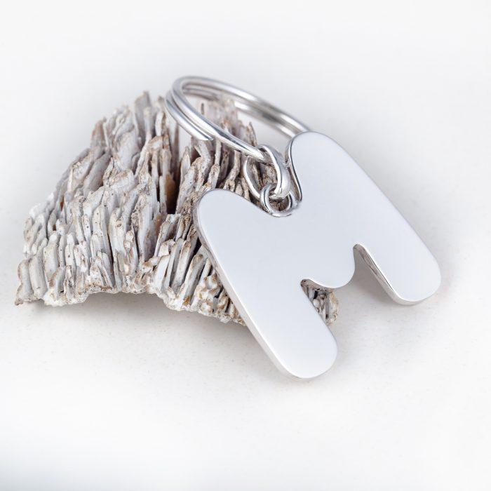 llavero de plata con inicial