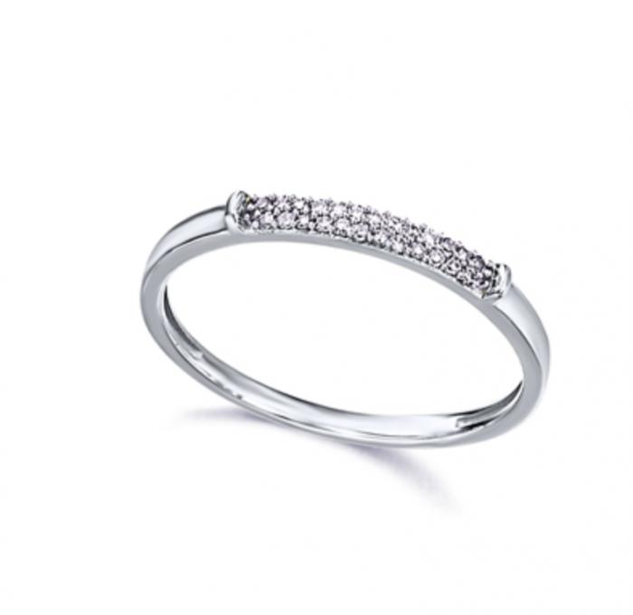 anillo de oro con pavé de diamantes